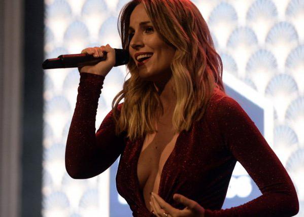 Edurne, embajadora de historias de confianza de reale, celebra un concierto privado entre amigos