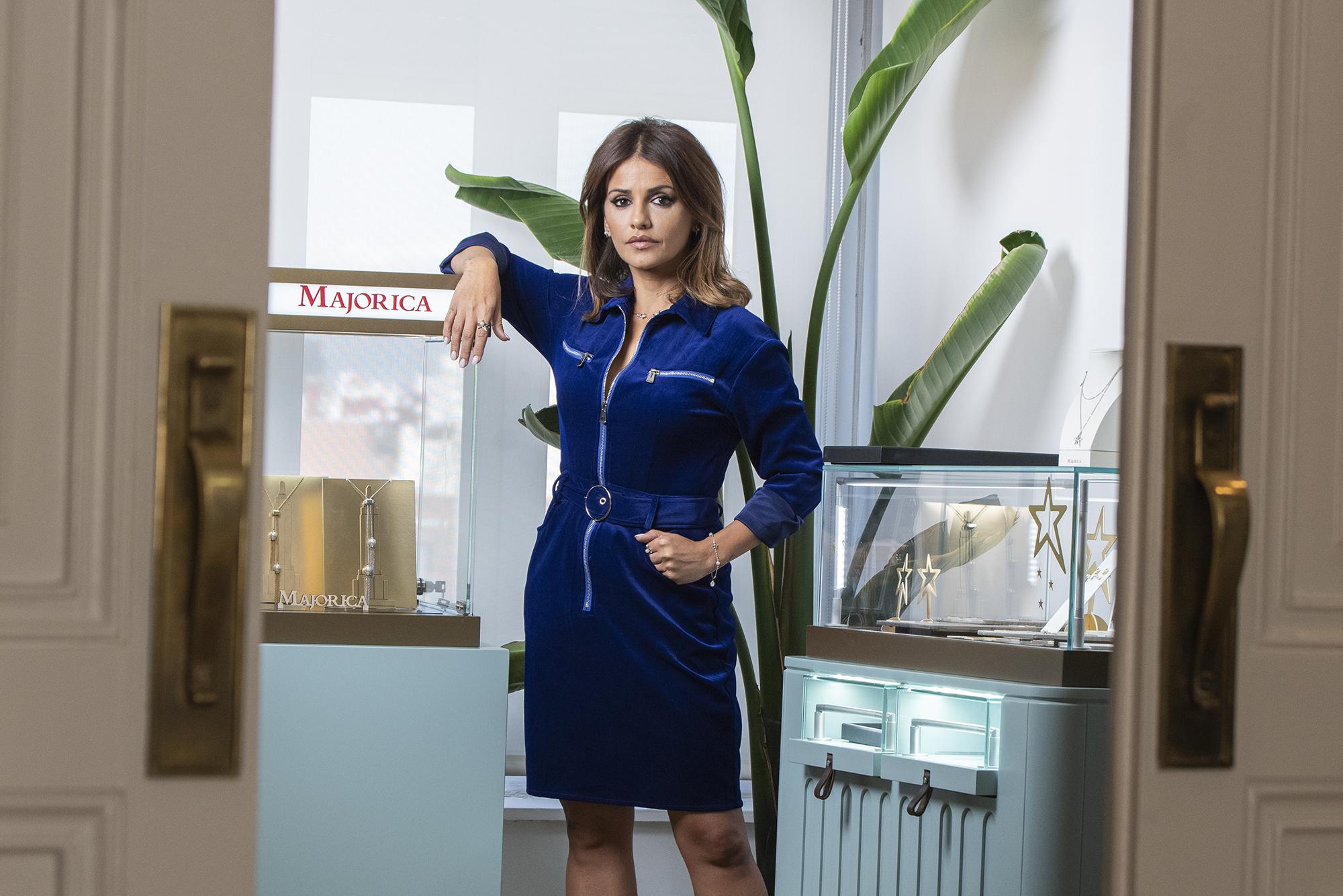 La actriz Mónica Cruz presenta la nueva imagen de Majorica así como sus dos colecciones de joyas para estas navidades.