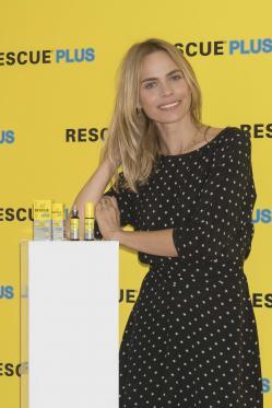 La modeloVerónicaBlume ha presentado hoy en Madrid las dos nuevas referencias de Rescue®plus: Rescue plus gotas y Rescue plus spray