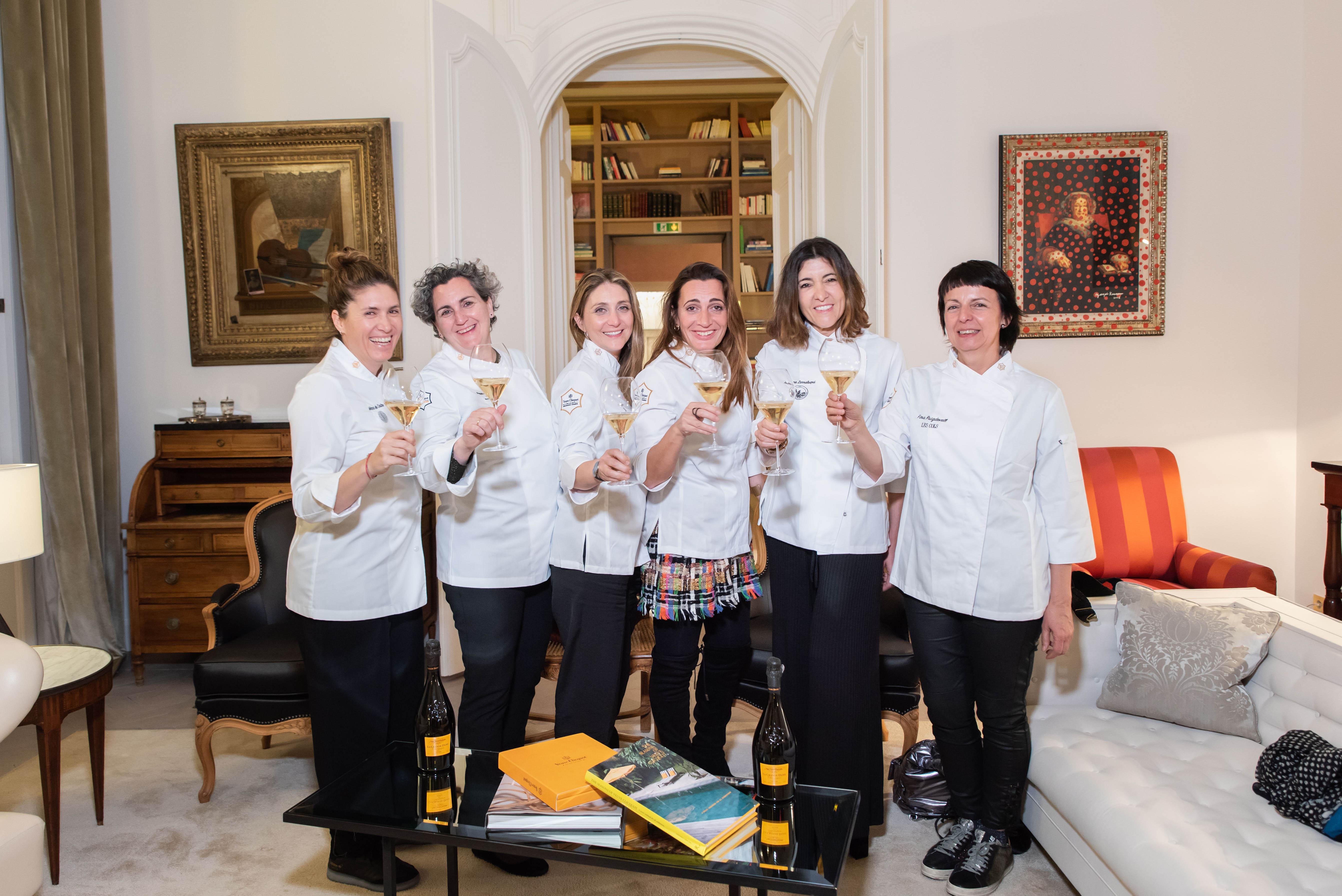 """Veuve Clicquot celebra la bienvenida de Fina Puigdevall, Andrea Zarraluqui y Lucía Freitas como nuevas integrantes del """"Atelier de grandes damas"""" en 2019"""