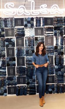 La modelo Sandra Gago amadrina el evento de inauguración de 'SALSA JEANS STUDIO', la nueva tienda de Salsa en Gran Vía, 27