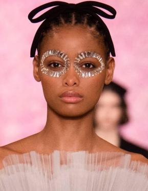 Los cristales de Swarovski iluminan el desfile en Paris FW20/21 del diseñador Giambattista Valli