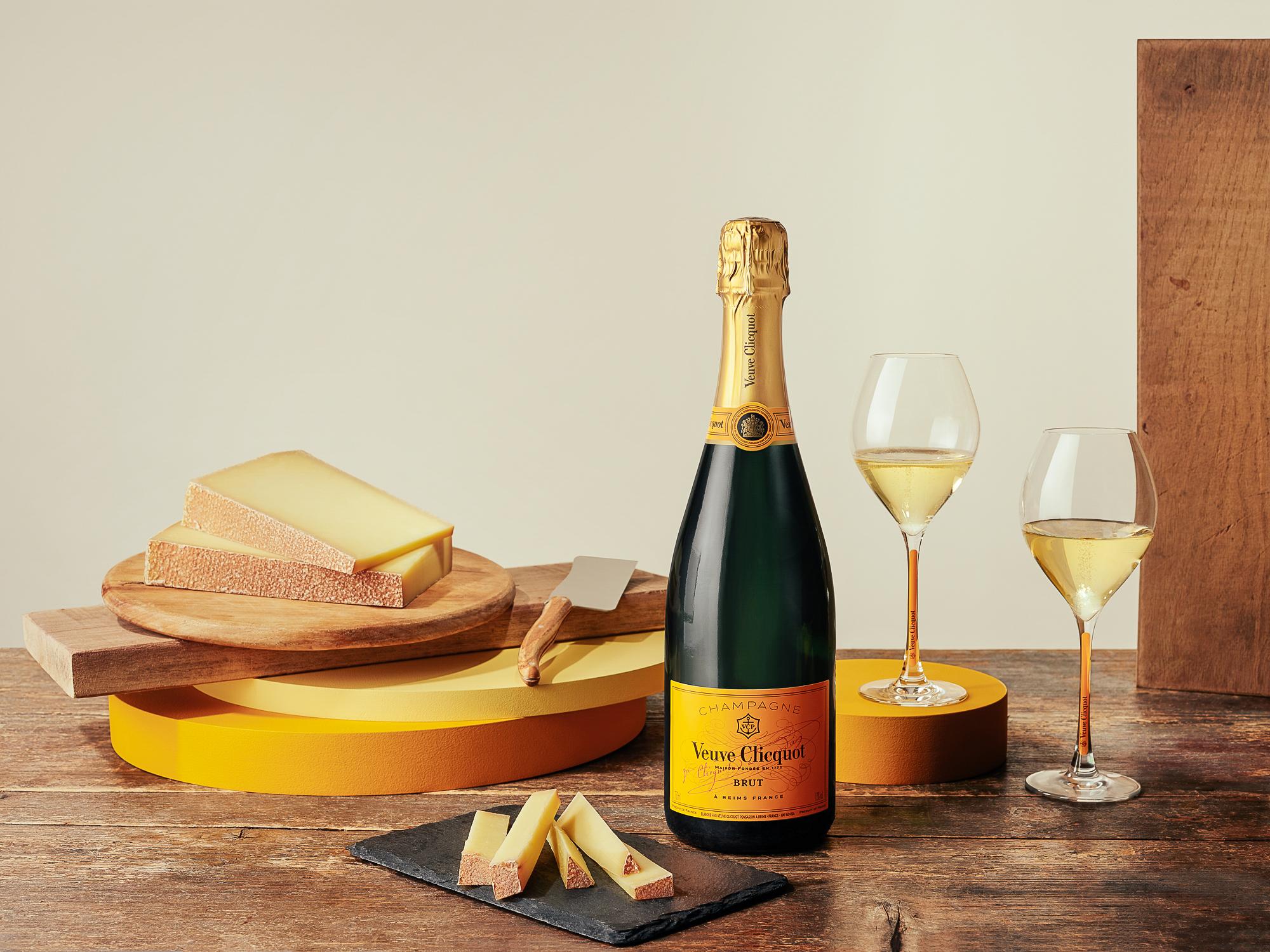 Veuve Clicquot propone una nueva opción de maridaje con diferentes variedades de quesos para Veuve Clicquot Yellow Label y Veuve Clicquot Rosé.