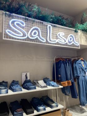 La firma portuguesa Salsa inaugura WOMEN JEANS STUDIO, un nuevo concepto de tienda enfocado a la mujer