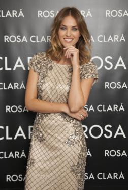 Helen Lindes amadrina la apertura de la nueva boutique de Rosa Clará en Salamanca
