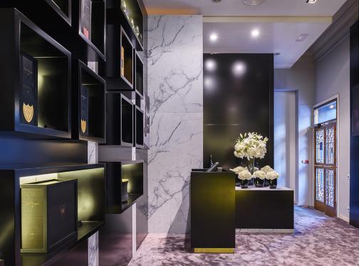 Dom Pérignon inaugura su Black Box, el espacio efímero que alberga la primera pop up boutique en la historia de la marca