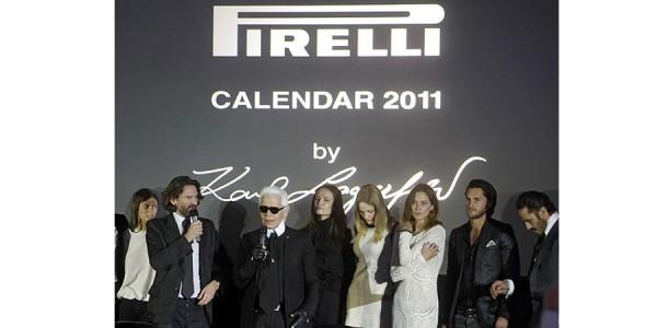 Presentación del calendario Pirelli 2011 en Moscú. De izq. a drcha.: la modelo Bianca Balti, el escritor Frederic Beigbeder, el diseñador y fotógrafo Karl Lagerfeld, y los modelos Natasha Poly, Heidi Mount, Erin Wasson, Jake Davies y Sebastien Jondeau.